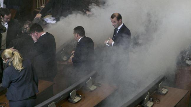 Kuvendi i Kosovës është bllokuar për tre muaj nga opozita, që ka përdorur masa të ndryshme, duke përfshirë gazin lotsjellës.