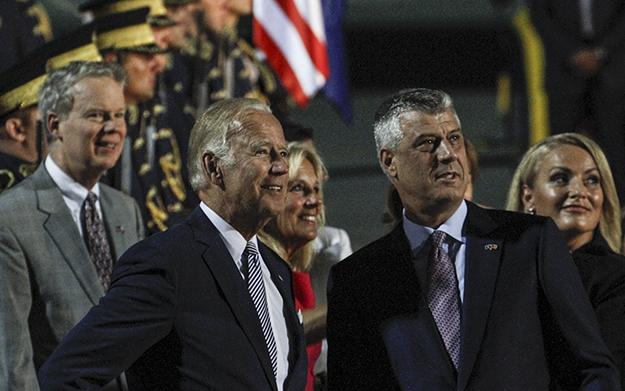 Vizita e fundit e Joe Biden në Kosovë është shembulli i fundit i përdorimit të presionit ndërkombëtar që po ushtrohet në Kosovën për t'i përfunduar marrëveshjet me Malin e Zi dhe Serbinë. (Foto: Atdhe Mulla / K2.0)