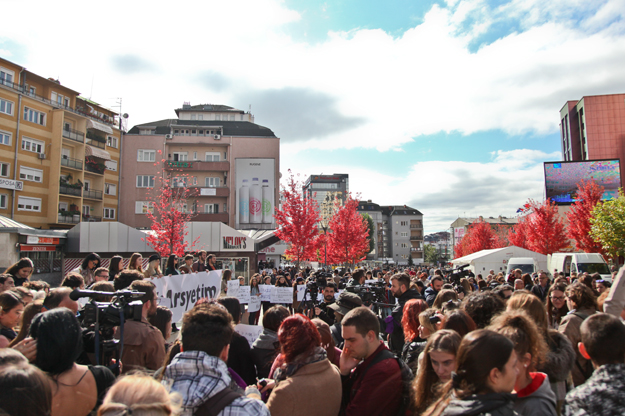 majlinda-hoxha-protesta-kundraj-dhunes-nuk-ka-arsyetim-17-10-2016-13