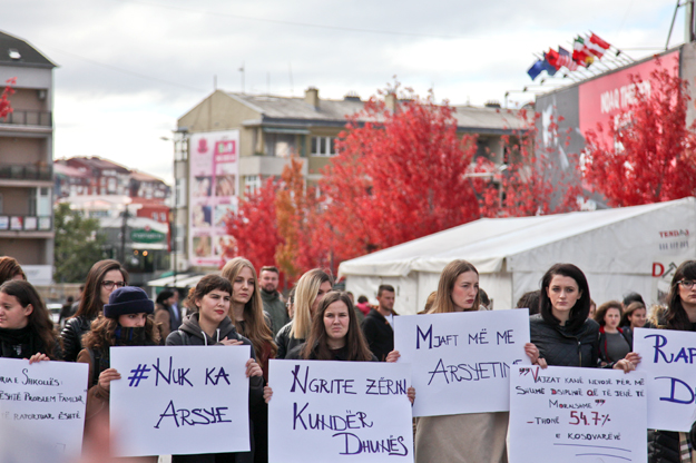 majlinda-hoxha-protesta-kundraj-dhunes-nuk-ka-arsyetim-17-10-2016-8
