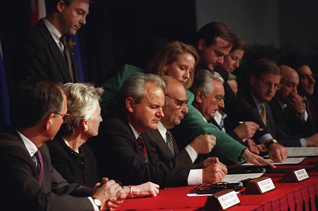 Marrëveshja e Paqes në Dayton që u nënshkrua në 1995 i dha fund luftës në BiH dhe e formoi peizazhin politik të pasluftës.