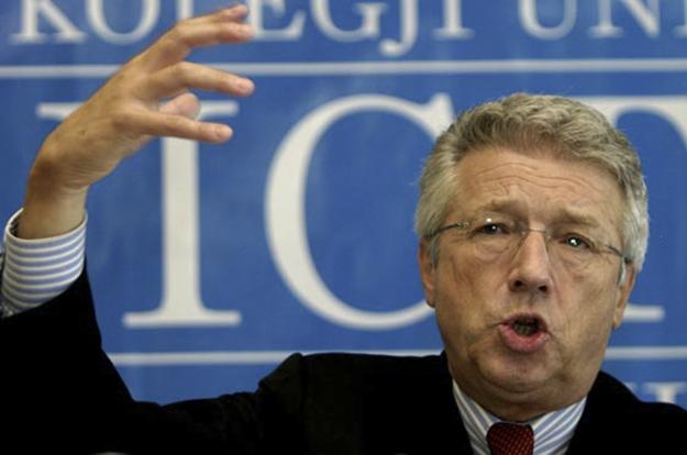 Wolfgang Petritsch imponoi Ligjin mbi Gjykatën Shtetërore të Bosnjes dhe Hercegovinës në 2000; Kuvendi Parlamentar miratoi ligjin në 2002.