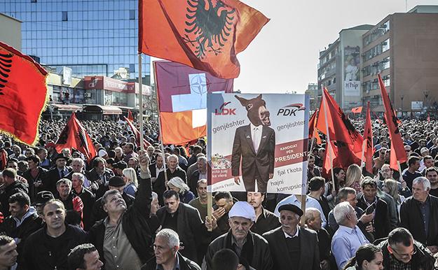 Protestat masive të udhëhequra nga opozita kundër marrëveshjeve me Malin e Zi dhe Serbinë ishin protestat më të mëdha në Kosovën e pasluftës. (Foto: Atdhe Mulla / K2.0)