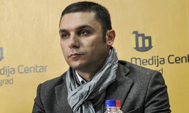 Journalist Adriatik Kelmendi, one of the signatories of the open letter by members of civil society, believes that the implementation of the recent agreement with Serbia should be suspended until Serbia shows greater cooperation.