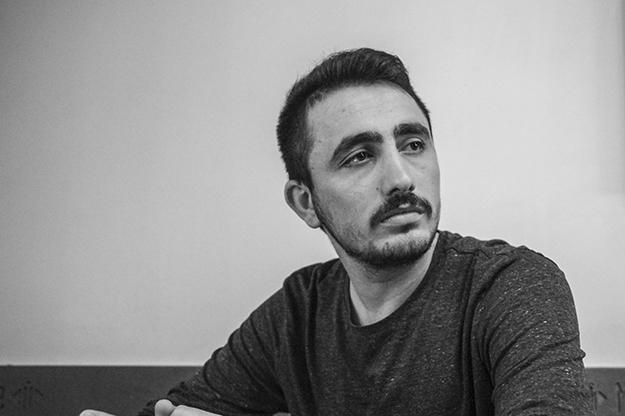 Ljabinot Halimi kaže da mišljenja svih aktivista Samoopredeljenja imaju istu težinu, što je misao koju preispituju kritičari ove stranke.