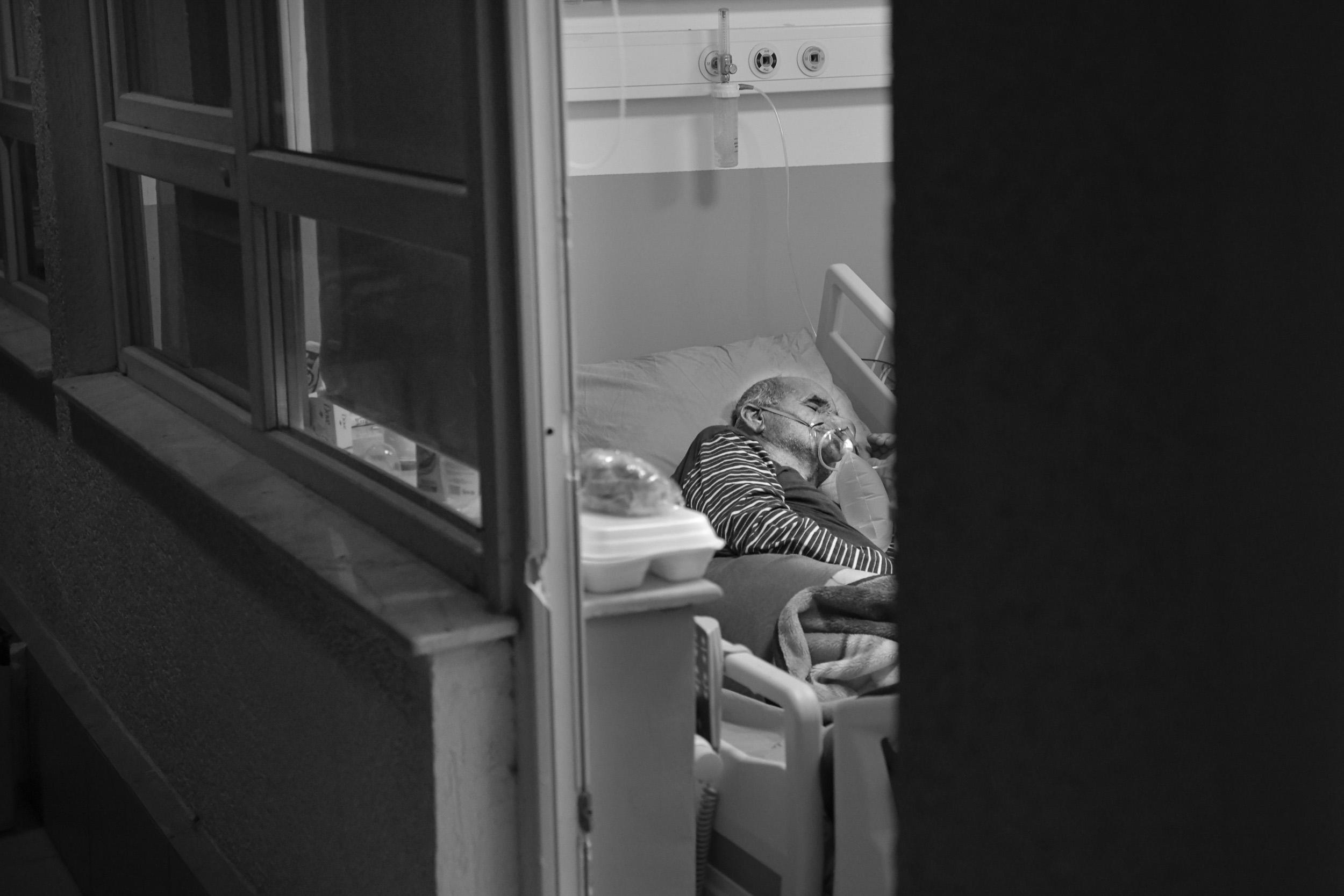 Pacijenti/ce se pokušavaju makar malo odmoriti da bi izdržali još jedan dan.
